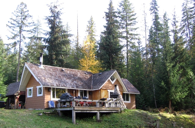 Albas Cottage - Shuswap Lake
