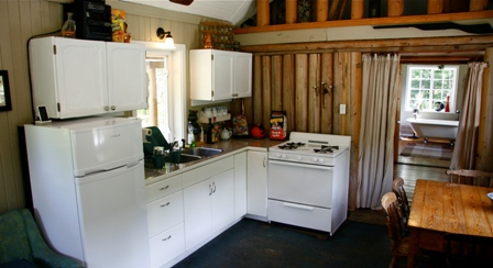Kitchen - Albas Cabin - Shuswap Lake