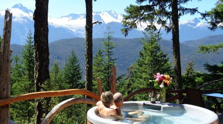 Tantalus View Retreat - Hottub with an awesome view