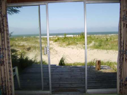Moon Shell Cabin - view of beach
